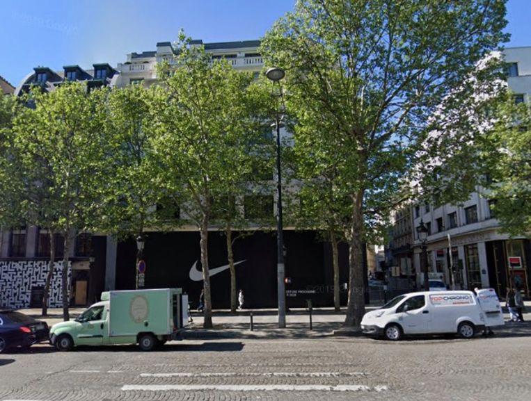 In het hoekgebouw komt de zetel van sportmerk Nike, en een grote Nike-winkel met een oppervlakte van 4.300 vierkante meter.