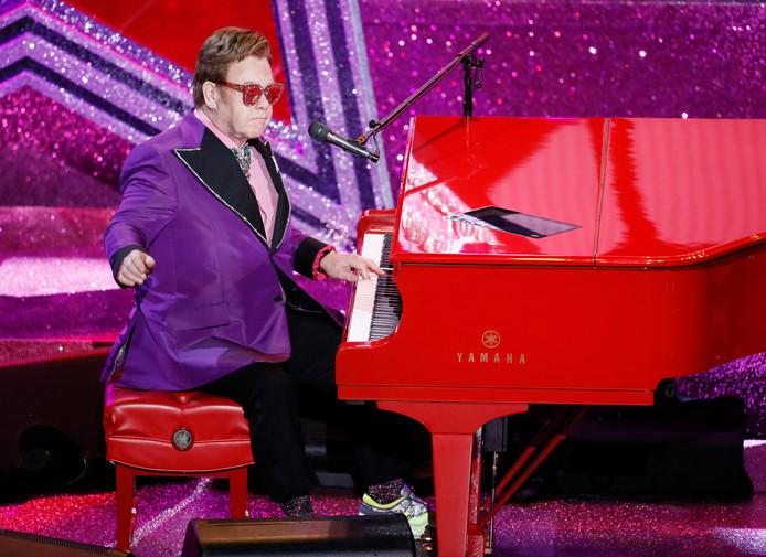 Elton John heeft zondag zijn concert in Auckland niet af kunnen maken.