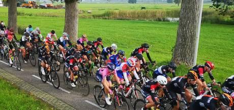 Van de Weerdhof wint Omloop Noordwest Overijssel, Van der Veen tweede in GP Anna van der Breggen