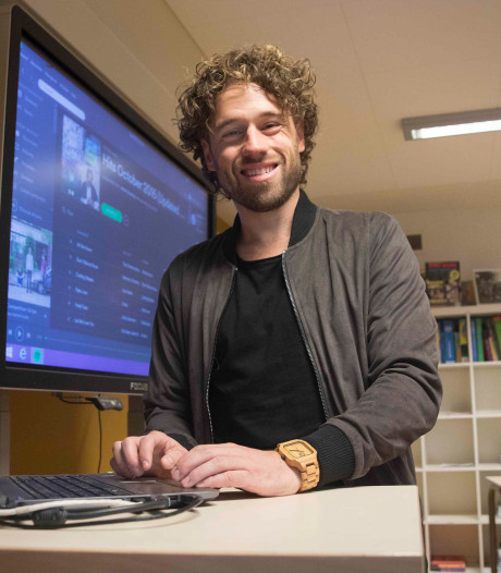 100.000 Spotify-volgers voor meester Jesper, tatoeage komt er