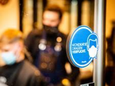 Naar de winkel, bios én in de kappersstoel met een mondkapje op: 'Bij het baard trimmen gaat 'ie af'