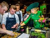 Maxima opent, in groene jurk, de Zwolse Bio-beurs