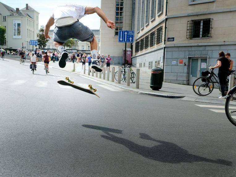 autovrije zondag in Brussel: Skaters boven aan de Kunstberg