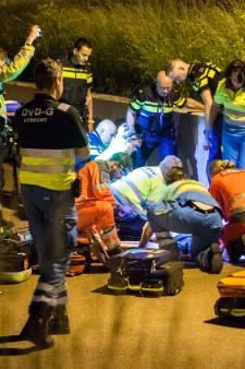Scooter botst op muur: twee mannen zwaargewond in Houten
