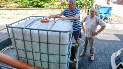 De één een gieter, de ander 1.000 liter