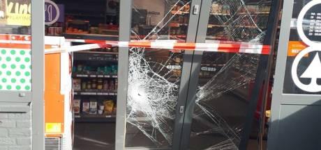 Ramkraak bij tankstation in Uden: ingang zwaar beschadigd