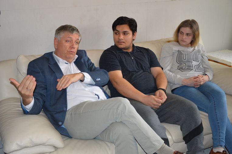 Minister Jo Vandeurzen met David en Amandine die zelfstandig leren wonen.