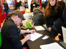 Disneyfans scoren in Dordrecht een handtekening van de man achter Kwik, Kwek en Kwak