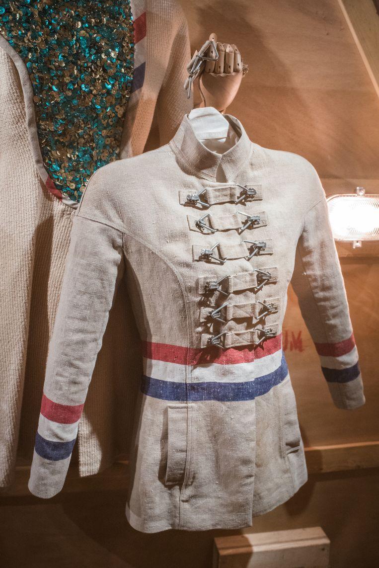 Postzak-jasje uit de collectie XXXXX (januari 2005). Beeld Foto Simon Lenskens