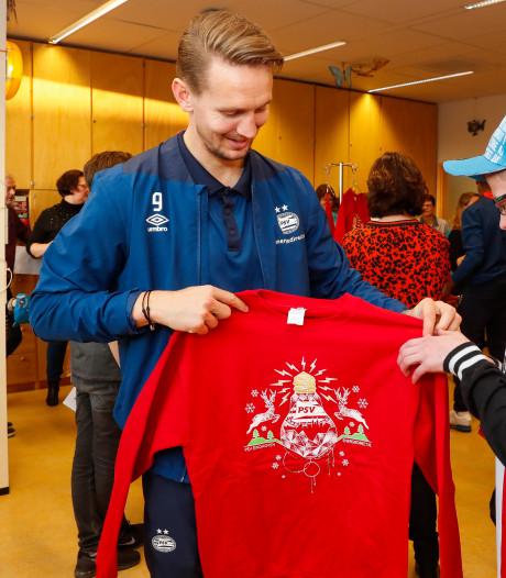 PSV bezoekt ziekenhuizen in de regio en maakt kinderen blij