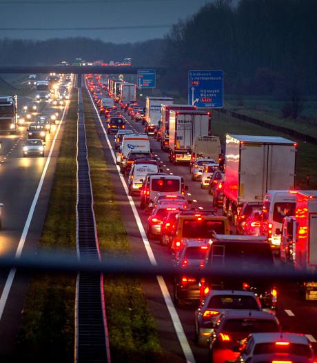 Rijstrook dicht door ongeluk op A50 bij Arnhem