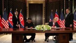 """Dit was de ontmoeting tussen Trump en Kim, van handdruk tot ondertekening document: """"De wereld zal er anders uitzien"""""""