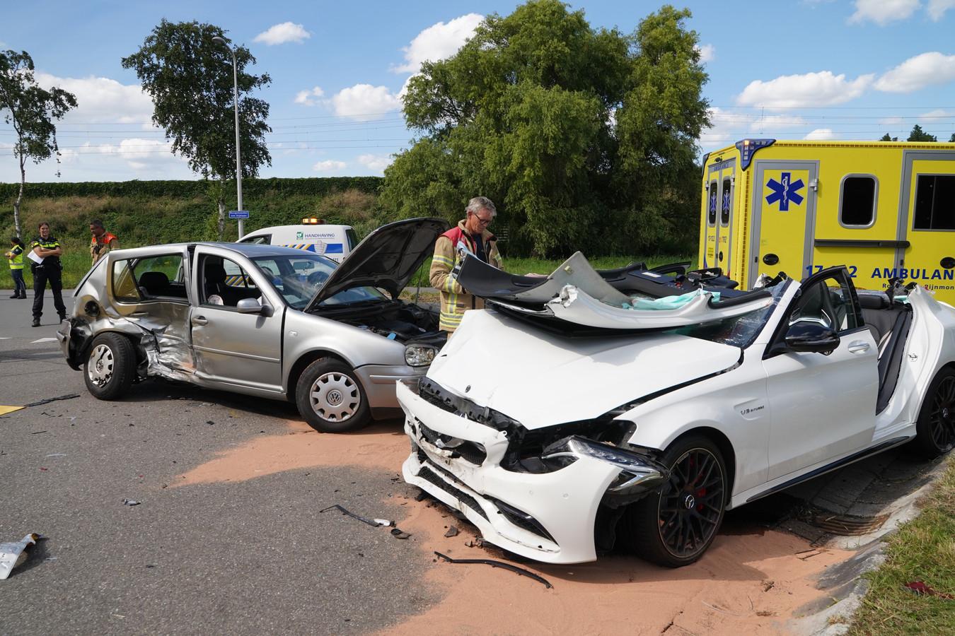 Een slachtoffer moest uit de auto worden geknipt.