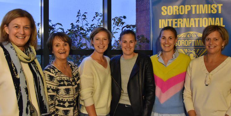 De zes nieuwe leden van Soroptimist Zottegem.