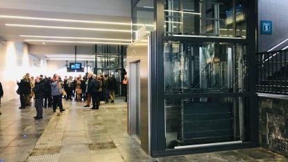 Stationstunnel met liften officieel open: nooit meer de trappen op naar de perrons met je kinderwagen of zware koffer