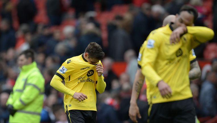 Middenvelder Ashley Westwood kan zijn tranen niet bedwingen na het verlies tegen Manchester United. Beeld AFP