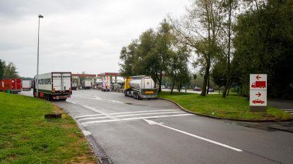 Snelwegparking langs E40 in Jabbeke eerste nacht volledig afgesloten na schietpartij tussen transmigranten
