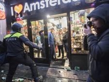 Hooligan-geweld in Amsterdam: politie pakt bijna 100 Britse relschoppers op