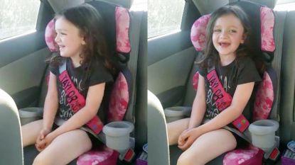VIDEO. Ontroerend: moeder hoort dochter met autisme (5) haar eerste woordje zeggen