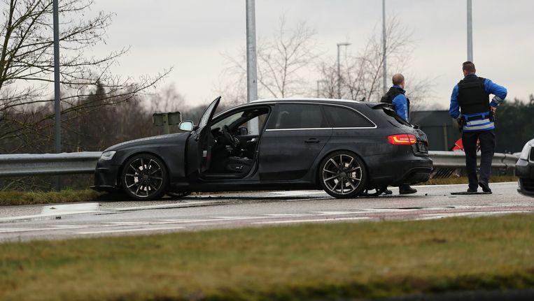 Achraf L. en Abdelaziz A. waren zonder buit gevlucht in een snelle Audi RS4. Nabij Turnhout reden ze de auto lek op een spijkermat Beeld anp