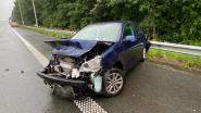 Bestuurder gewond naar ziekenhuis na zware botsing op E403
