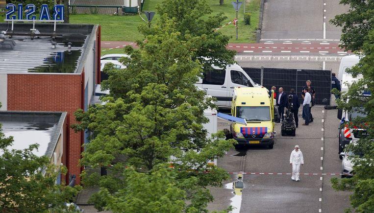De technische recherche doet woensdagochtend onderzoek met een robot na de overval op geldtransportbedrijf Brinks in Amsterdam Zuid-Oost. Beeld anp
