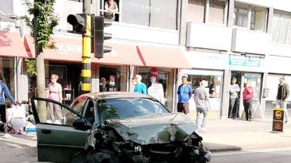 Veel schade na zwaar ongeval op Bredabaan