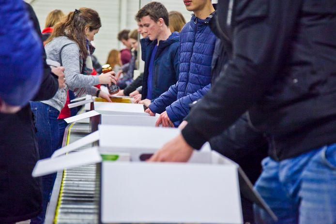 Voor het inzamelen en verpakken van de pakketten zijn straks 850 vrijwilligers in touw.