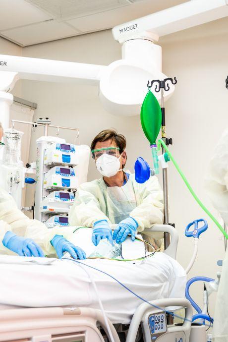 UMC's pleiten voor hoger salaris verpleegkundigen: 'Laten we allemaal 10 euro meer zorgpremie betalen'
