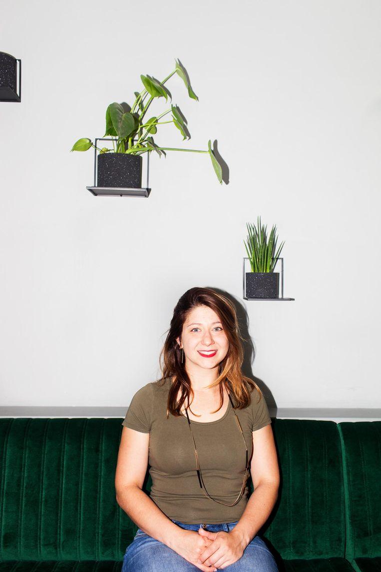 Samantha (27) wordt misschien wel de eerste dove professionele bartender van het land Beeld Renate Beense