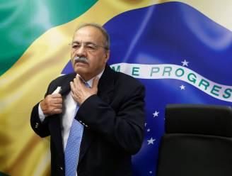 Braziliaanse senator die stapel geld tussen zijn billen stopte ontslagen