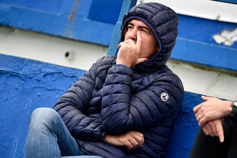 Standard's head coach Ricardo Sa Pinto pictured sitting in the stands during a friendly soccer game between Belgian first division team Standard de Liege and German club Fortuna Dusseldorf on day five of the winter training camp in Marbella, Spain, Tuesday 09 January 2018. BELGA PHOTO YORICK JANSENS