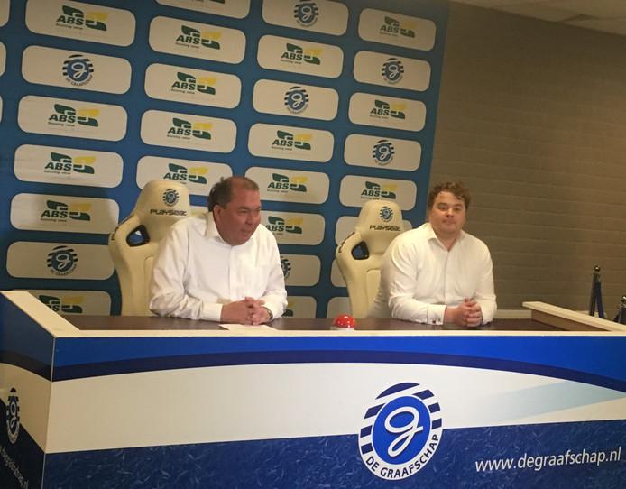 De Graafschap-directeur Hans Martijn Ostendorp (links) en Sjoerd Hermsen, de algemeen directeur van AgriBioSource, de nieuwe hoofdsponsor van De Graafschap.