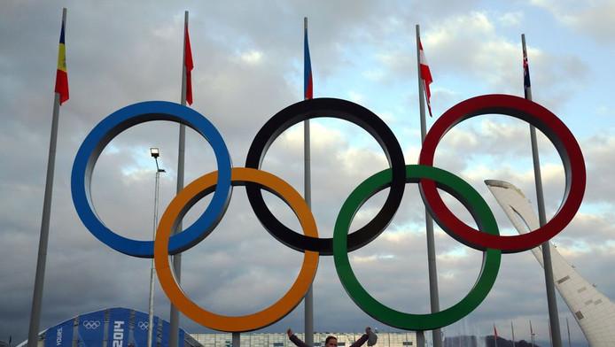 De Olympische ringen voor een stadion in Sotsji, een kleine week voor de opening.