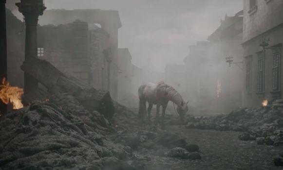 Een paard duikt op uit het niets.