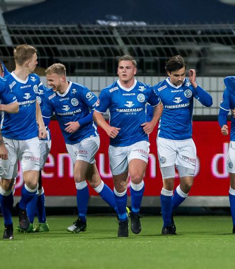 Voetballers van FC Den Bosch steken deel van spelerspot in Stichting Kameraden