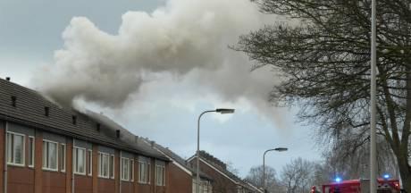 Zolder van rijtjeswoning in Haaksbergen brandt uit