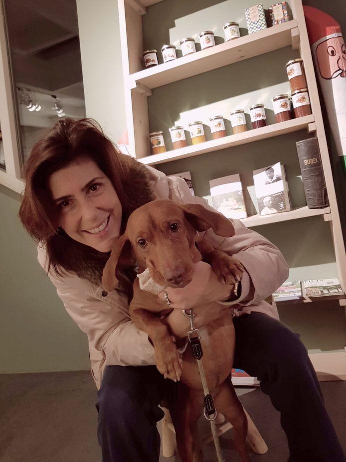 Miriam Roso is aan het eind van de middag weer herenigd met hond Kenza.