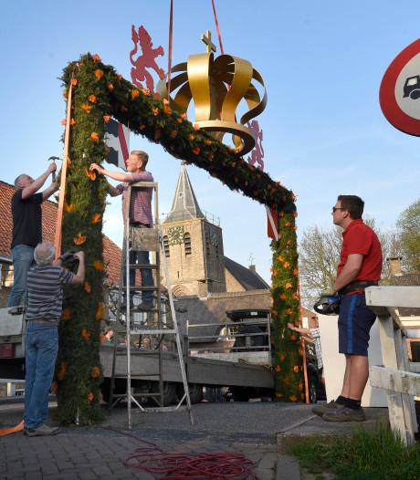 Kroonpoort staat weer overeind in Linschoten