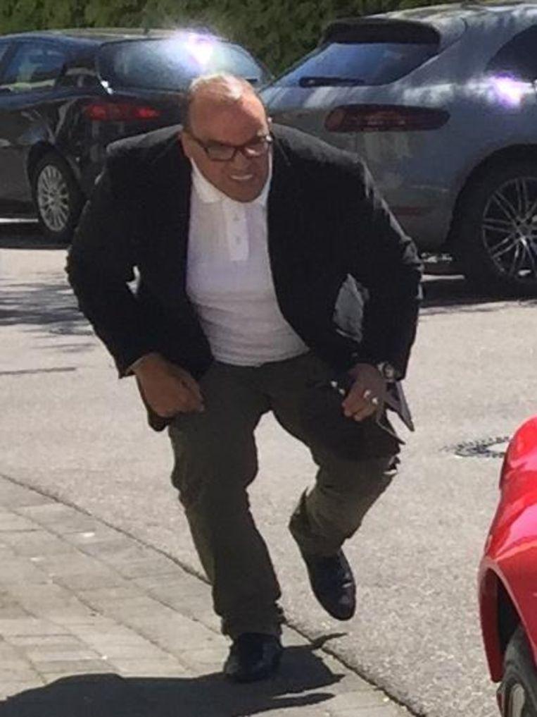 De man die ervan verdacht wordt dat hij in Düsseldorf een peperdure Ferrari stal.