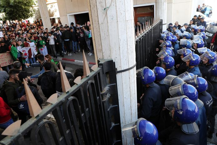 Protest op de universiteit van Algiers, gisteren.