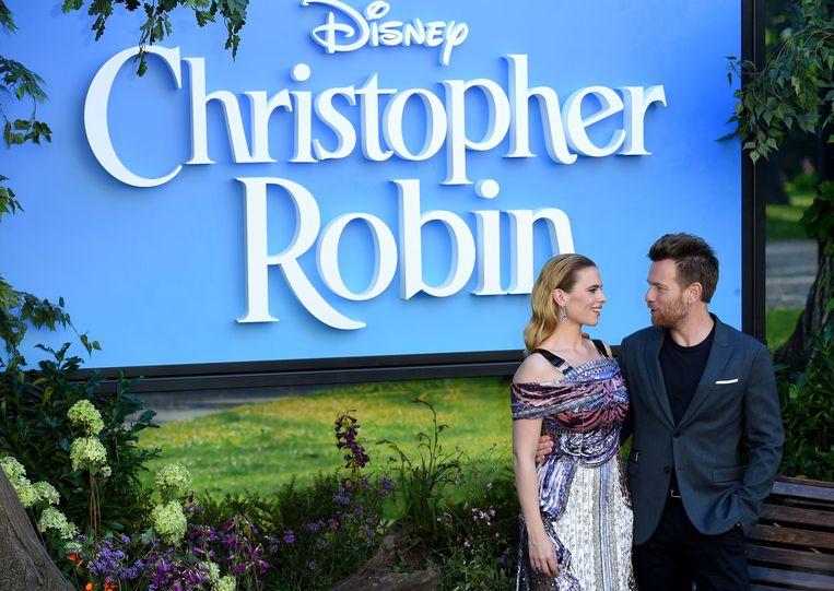 Acteurs Hayley Atwell en Ewan McGregor poseren op de rode loper bij de Europese premiere van 'Christopher Robin' in Londen, op 5 augustus. Beeld AFP