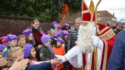 Sinterklaas krijgt warme ontvangst aan Schiptrekkersbrug