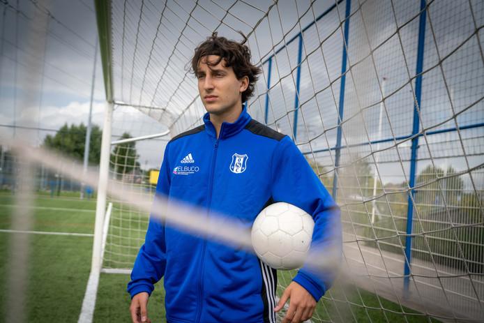 Alex Florea kwam een jaar geleden naar Nederland: 'Ik wil slagen als voetballer, professional worden.'