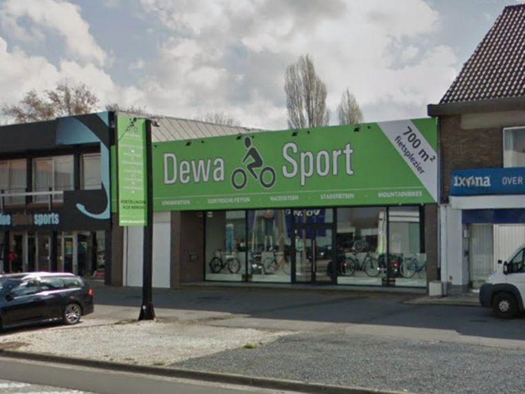 Inbrekers hadden het vanavond gemunt op fietsenwinkel Dewa Sport.