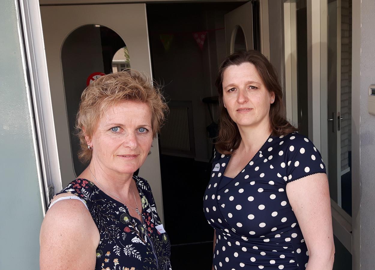 Ook Threes Smetsers (links, 55) en Esther van de Pas (45) waren als oud-docenten van De Wingerd op de nostalgische bijeenkomst van de partij.