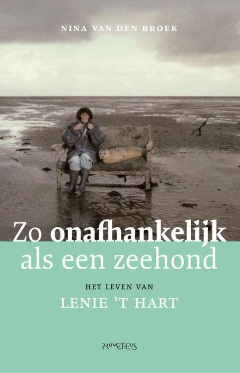 Nina van den Broek, Zo onafhankelijk als een zeehond. Het leven van Lenie 't Hart, Uitgeverij Prometheus, 286 blz., €22,99.  Beeld