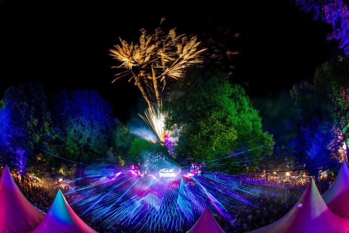 Een combinatie van lasershow en vuurwerk tijdens Matrixx at the Park.