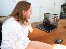 Sinds oma Skype heeft ontdekt, wil ze niets anders meer