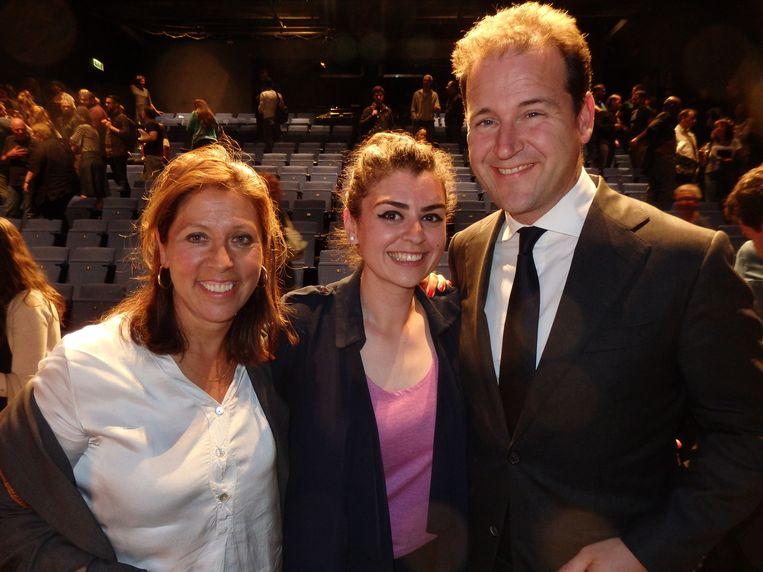 Vice-premier Lodewijk Asscher met Maribi Gomez (l, Vrijwilligers Centrale) en de Syrische vluchteling Kinda Hamwi (Kankaneh). Beeld Schuim